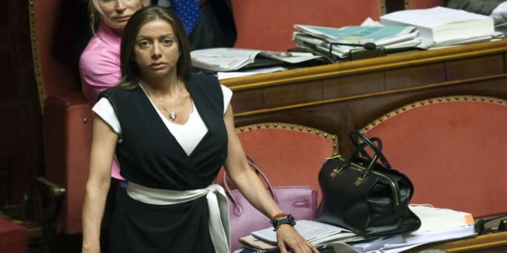 دستیار برلوسکونی در مجلس سنا با رأی دادن به کنته به او خیانت کرد